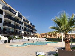 Luxueux appartement neuf centre ville, plages, club nautique et marina à pieds