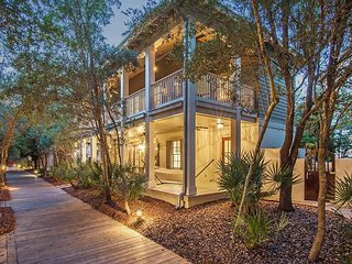 Hammock Cottage - Steps to the Rosemary Beach Town Center!!