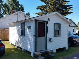 HARBOR PINES: quaint 1 room (incld. mini-kitchen area), 1 bath in Eagle Harbor