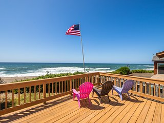 Oceanfront dog-friendly house w/ deck, private hot tub & stunning views!