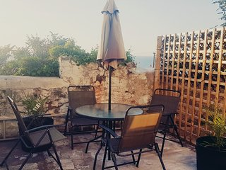 Quaint Cottage With Sea Views (Sleeps 6)