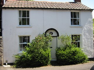 Picturesque, detached one bedroom cottage on the slopes of the Mendip Hills