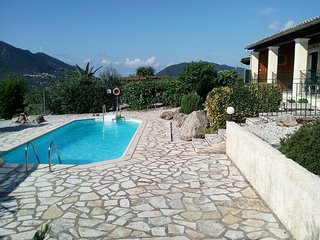 Villa with private pool - Central Location - Panaoramic Views