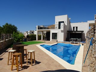 Luxury Villa with Private heated Pool & Bikes