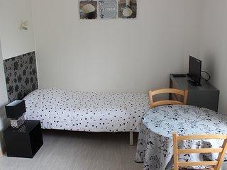 (Std86) Studio** meuble curiste 1 personne proche des Thermes Centre Ville