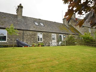 Cairn View cottage, traditional, pet friendly 100m from local hotel