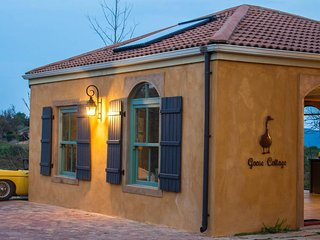 Goose Cottage is a self contained cottage nestled in a fynbos nature reserve.