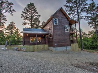 Couples Cabin, One bedroom, Hot tub, *Spring Special*