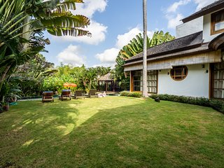 Villa D - Mark . 3 Bedroom Spacious Pool Villa Berawa Beach Canggu