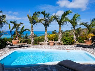 Villa Fenetre sur Mer in Coromandel near the beaches of Graviers with pool wifi