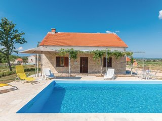 Beautiful home in Biograd na moru w/ Outdoor swimming pool, WiFi and Outdoor swi