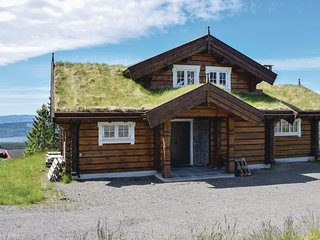 Awesome home in Sjusjoen w/ Sauna, WiFi and 4 Bedrooms
