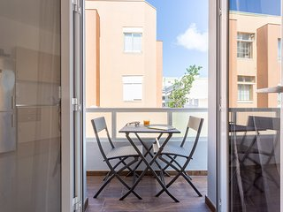 144 Bright with terrace next to the beach