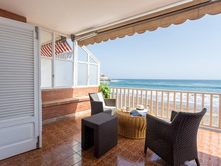 Apartment with terrace on the beachfront