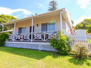 Embrace Cottage - relax in this historic village, close to great surfing beaches