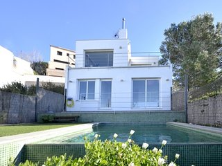 Begur Villa Sleeps 5 with Pool - 5246739