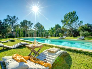 Saint-Didier Villa Sleeps 9 with Pool and WiFi - 5604781