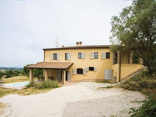 Stunning Umbrian Farmhouse & infinity pool with views of the Valle D'Orza