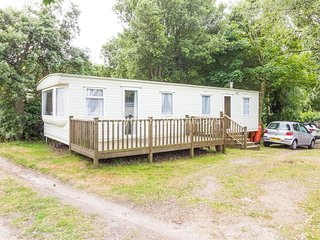 6 berth caravan for hire with decking in Suffolk ref 32062