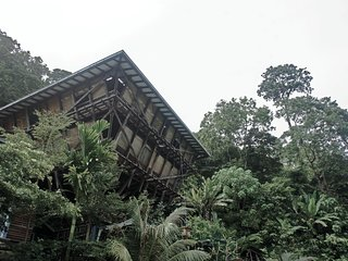 DIKAKI Tower House Gunung Raya