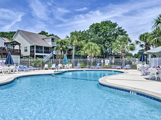 Murrells Inlet Condo w/Porch, 3 Min. to Beach