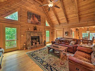 NEW! 'Big Bear Lodge' Cabin in Massanutten Resort!