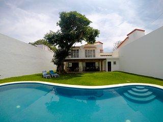 Hermosa Centrica con Alberca salada en Puerto Vallarta (Casa Ines)