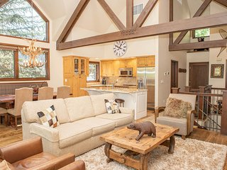Gourmet Kitchen, Easy Access to Outdoor Activities, Walk to Slopes, Hot Tub