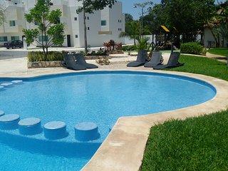 Casa MEXH Playa del Carmen cerca de la playa y la 5a, wifi, Netflix, vigilancia.
