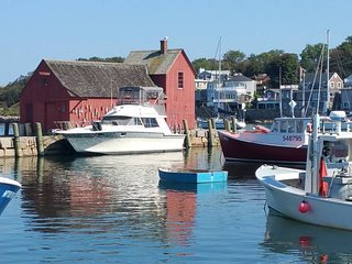 Houseboat Slip Away: Cozy stay in the heart of the North End!