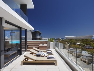 Jade d'Luca - a stylish 3 bedroom apartment in Green Point, Cape Town