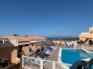 Cosy Apartment with an amazing Ocean View, Wifi and Heated Pool