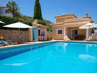 3 bedroom Villa with Pool, WiFi and Walk to Shops - 5698898