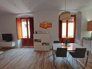 MODERN AND BRIGHT NEW FLAT IN THE CENTER OF PALAMOS