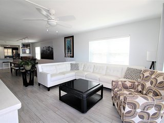Cute La Coquina Condo Across From Beach w/ Balcony & Shared Pool