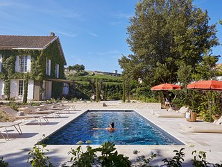 Luxury private villa in heart of Saint-Émilion town and vineyards