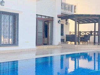 Bodrum Torba 4 + 1 Private Pool Sea View Villa Gül