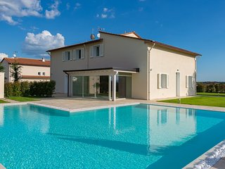 5 bedroom Villa with Pool, Air Con and WiFi - 5802366
