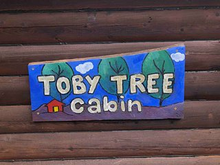 Toby Tree Cabin. Secluded & private yet close to Asheville. Pets are welcome!
