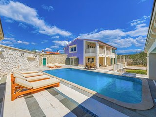 3 bedroom Villa with Pool, Air Con and WiFi - 5809828