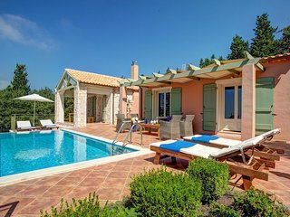 Manganos Villa Sleeps 5 with Pool Air Con and WiFi - 5604839