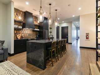 2nd Ave Luxury Condo in the heart of Downtown
