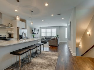 Townhouse with Rooftop Patio | Walk to 12South