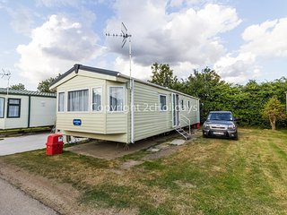 Diamond caravan for hire at Oaklands holiday park ref 39041