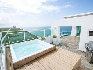 ⭐Ocean View Penthouse W/ Private Jacuzzi and BBQ⭐