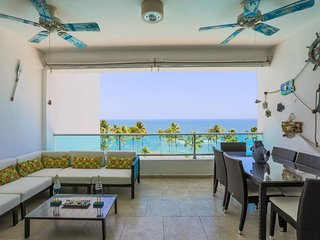 ★Beachfront Apt W/ Wifi, Pool +Lounging Furniture