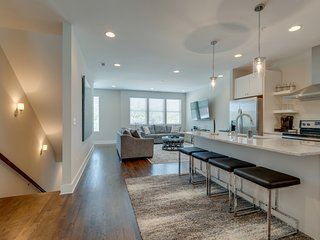 Nashville Townhouse + STUNNING Rooftop Views of DT