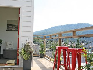 Relax Chattanooga: A Huge Luxury Retreat Above A Spa + Roof Top Deck