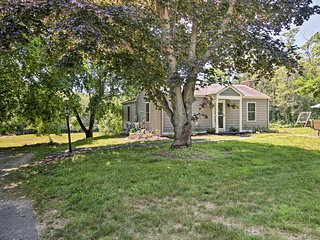 Niantic Home w/ Patio+Grill - 2 Mi. to Beach!
