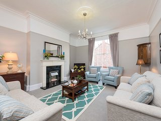 SEAGULL HOUSE, 8 bedrooms, Whitby